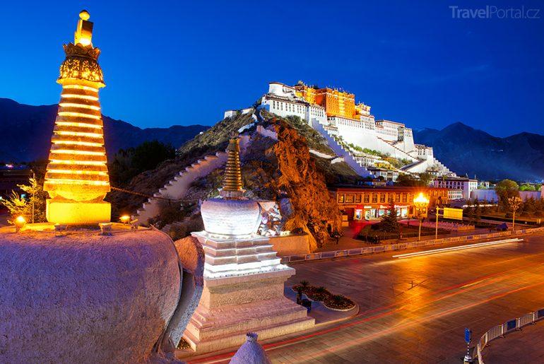 palác Potála ve městě Lhasa