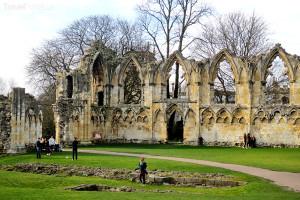 ruiny kláštera ve městě York