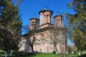 klášter na ostrově jezera Snagov