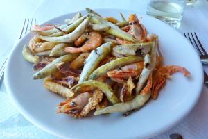 plody moře na talíři