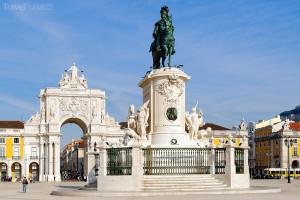 Vítězný oblouk a socha krále Josého I.