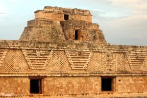 Kouzelníkova pyramida detail