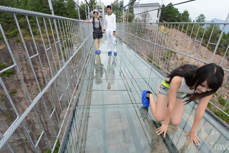 skleněný most děsí turisty