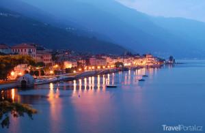 jezero Lago Maggiore v noci