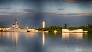 loď Arizona v přístavu Pearl Harbor