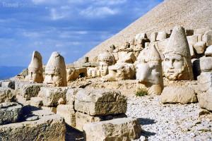 sochy na hoře Nemrut