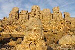 socha na Nemrutu