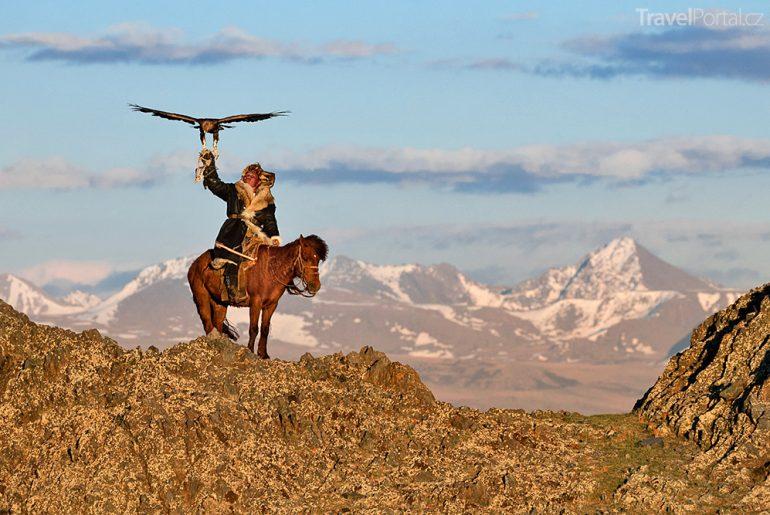 sokolník v mongolských horách