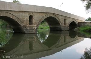 Dobyvatelský most