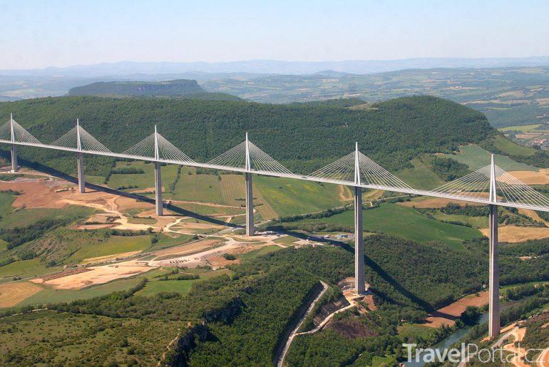 viadukt Millau na jihu Francie