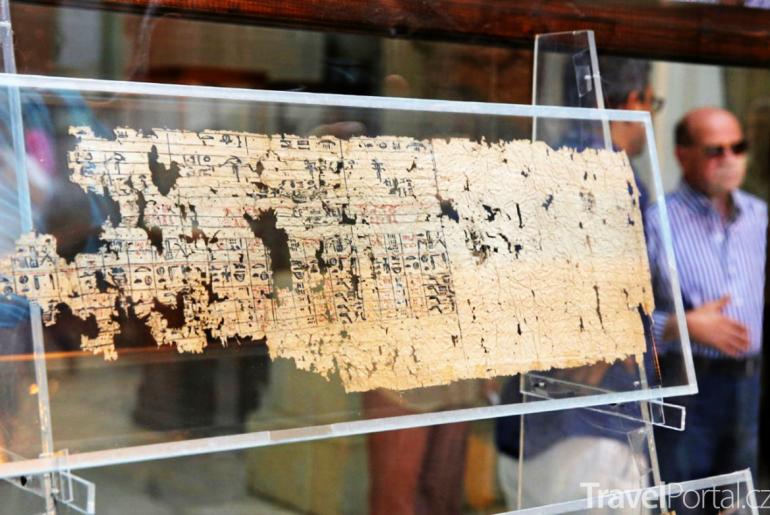 nejstarší texty na papyru