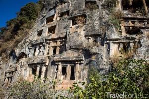 skalní hrobky