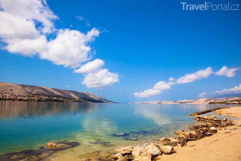 pláž na ostrově Pag