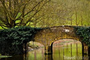 most přes řeku Coln