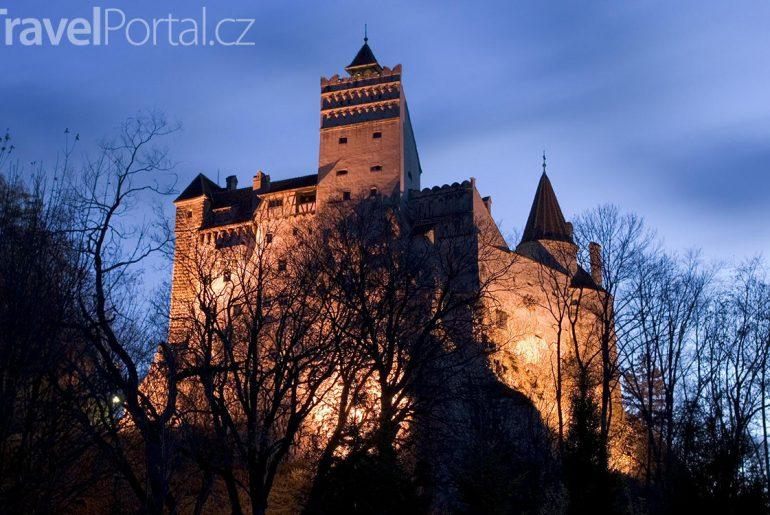 hrad Bran v noci
