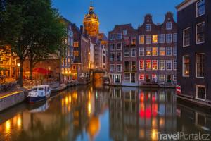 vodní kanály v Amsterdamu