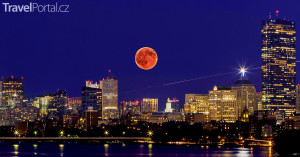 úplněk nad Bostonem