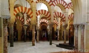 sloupy v mešitě