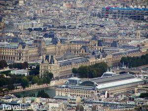 muzeum Louvre z dálky