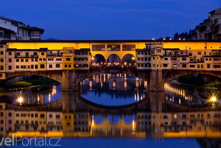 most Ponte Vecchio v noci