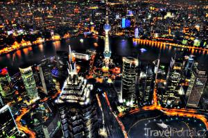 pohled na noční Šanghaj