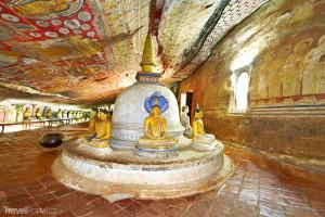 buddhistická jeskyně ve městě Dambulla