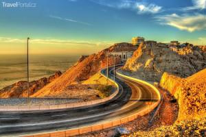 silnice vedoucí k vrcholu Jebel Hafeet