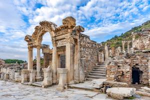 Hadriánův chrám ve městě Efez