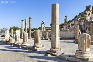 římské sloupy ve městě Efez