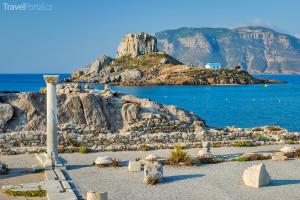 starověké ruiny a ostrůvek Kastri
