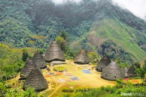 chatrče ve vesnici Wae Rebo na ostrově Flores