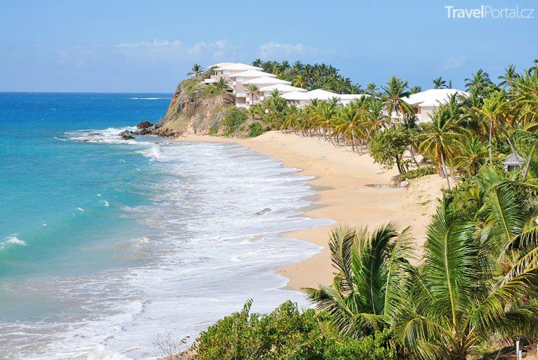 pláž na ostrově Antigua