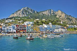 přístav na ostrově Capri