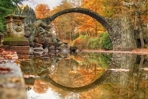 Rakotzbrücke neboli Ďáblův most