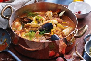 polévka bouillabaisse neboli bujabéza