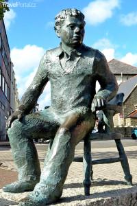 socha básníka Dylana Thomase