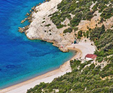 pláž u města Lubenice