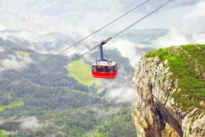 lanovka směřující na vrchol hory Pilatus