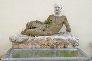 mluvící socha – Babuino