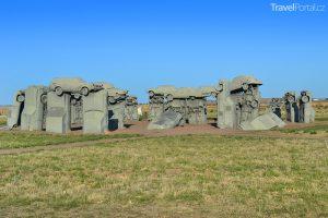 Součástí seznamu Clonehenge je i Carhenge v Nebrasce.