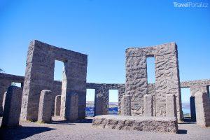 Součástí seznamu Clonehenge je i Maryhill Stonehenge ve Washingtonu.