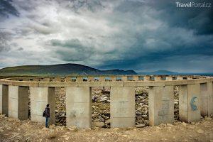 Součástí seznamu Clonehenge je i Achill-henge v Irsku.