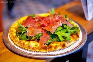svaz neapolských pekařů pizzy usiluje o zapsání tohoto pokrmu na seznam UNESCO