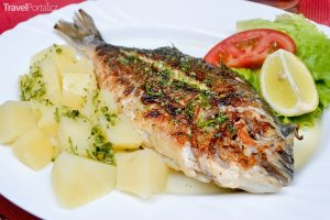 chorvatská kuchyně - doráda s bramborem