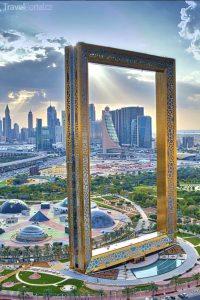 pozlacený vyhlídkový rám v Dubaji