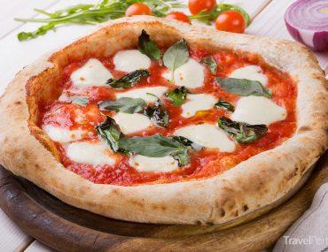 tradiční neapolská pizza