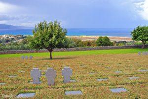 na kopci nad střediskem Maleme leží vojenský hřbitov
