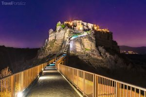 Civita di Bagnoregio v noci