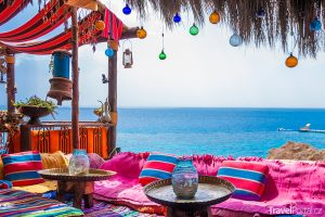 kavárna na pláži Hadaba