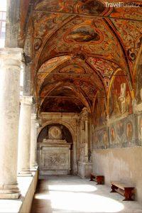 klášteř Piazza Santa Maria La Nova